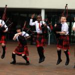 learn to play bagpipes